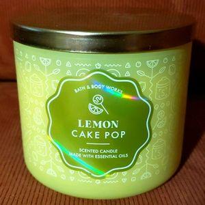 🍋🎂Bath & Bodyworks Lemon Cake Pop 3-wick Candle